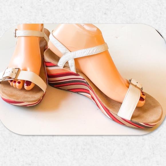 8f0891cf6a5d8 Vionic Enisa Women's Backstrap Orthotic Sandal